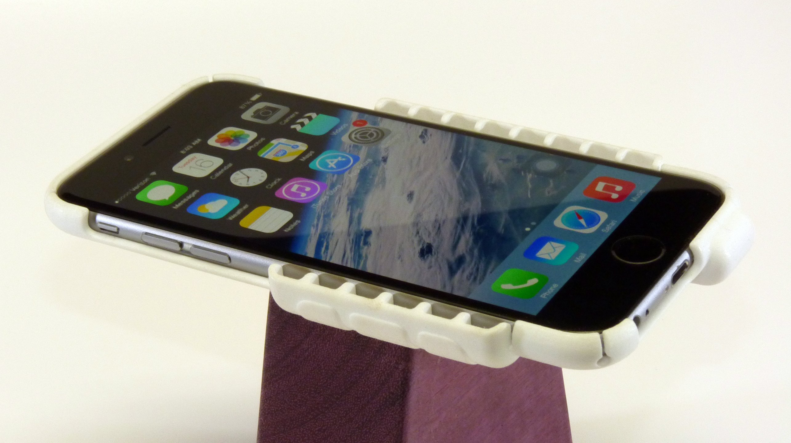 Amplifying Christmas tunes with this 3D printed iPhone case