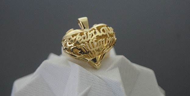 3D printed love.by.me pendant in gold metal