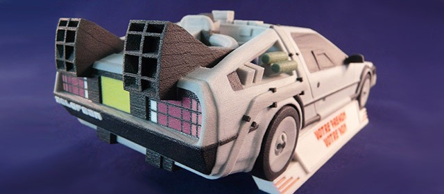 Pour ses 30 ans, Retour vers le Futur revient avec des DeLorean miniatures personnalisées et imprimées en 3D.