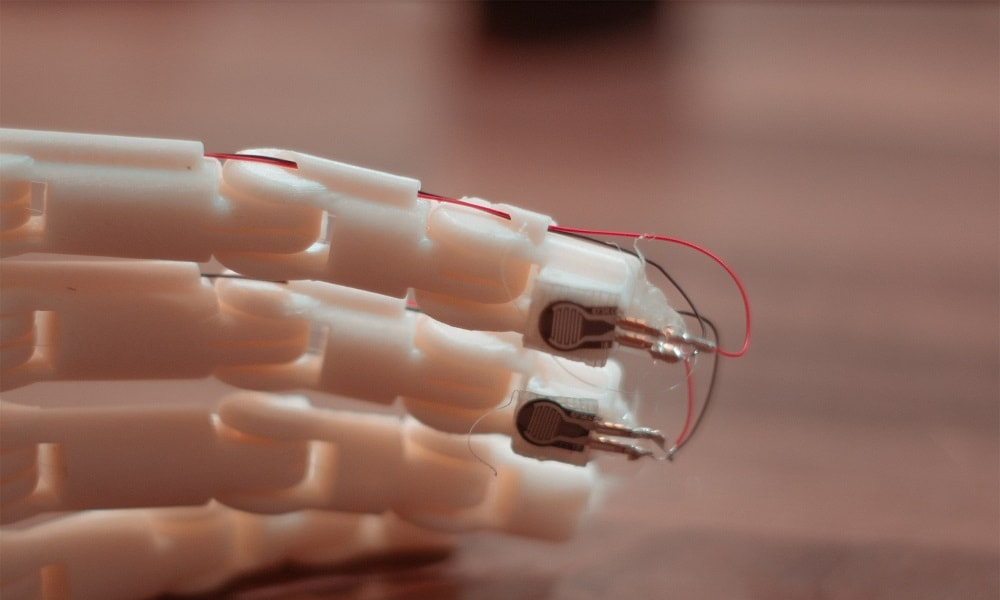 3D printed prosthetic arm providing feedbacks